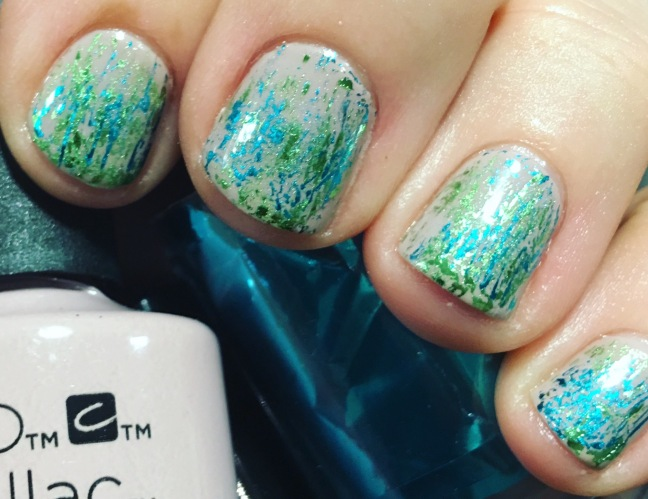 Fee Wallace short nails shellac with lecente foil